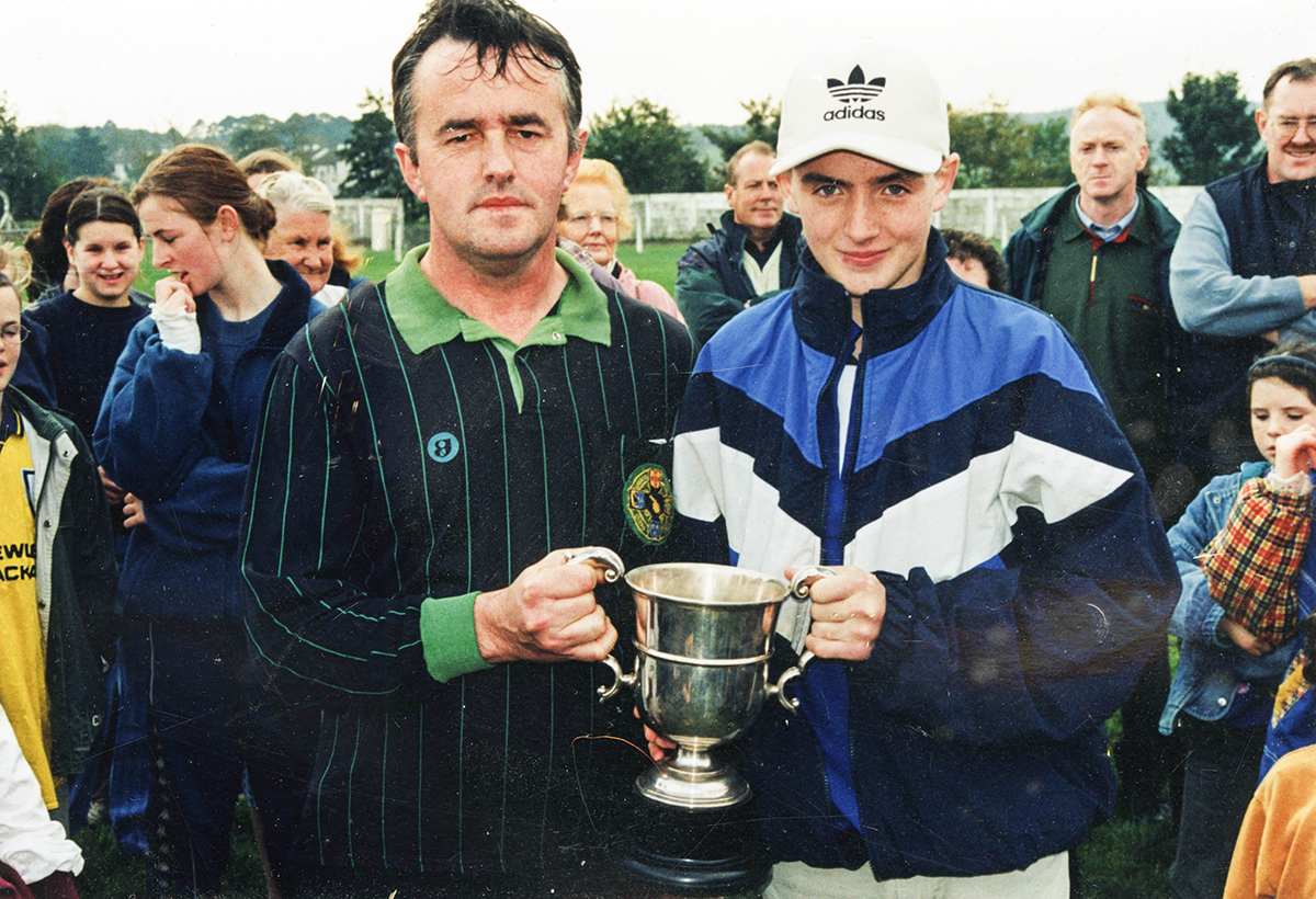 Sean Evans received the Mid-Kerry U-14 Championship Trophy from Michael Murphy (Chairman Mid-Kerry Bord na nOg)