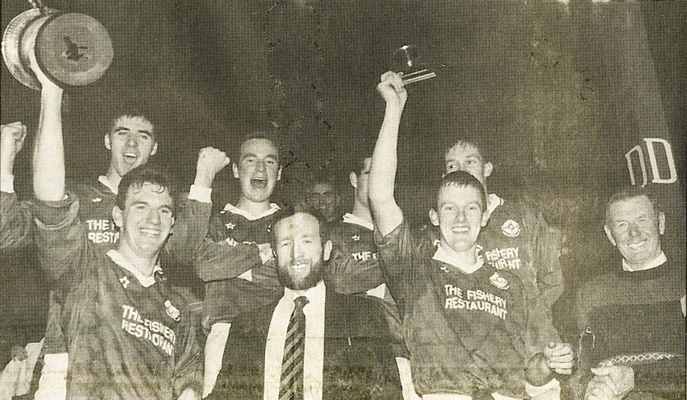 Mike Hassett (capt.) 1995 received the Co. U-21 Football Trophy from Sean Kelly, while Liam Hassett received the man-of-the-match award