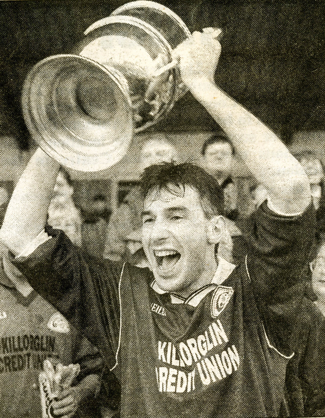 Pa Murphy raises the Michael O'Connor Cup (Senior Club Championship)