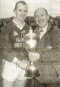 Liam Hassett (capt.) received the O Connor Cup from John Twiss, Chairman Mid-Kerry Board